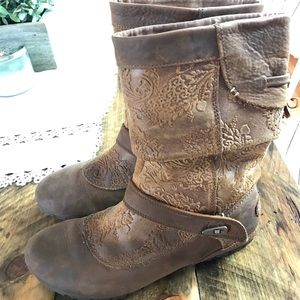 Merrell Oak Haven embossed boots 8 brown Leather
